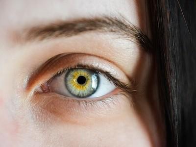 Jak si můžete sami zlepšit zrak? Zkuste Batesovu metodu!