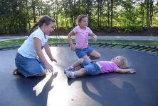 Úrazy dětí na trampolínách