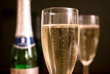 Silvestrovská oslava bez kocoviny - jak kombinovat alkohol s jídlem?