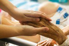 Vánoce a člen rodiny v hospici - jak se s tím vyrovnat?
