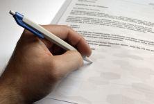 Když dítě píše levou rukou, je třeba to řešit?