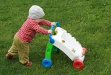 Je pro dítě vhodné chodítko?