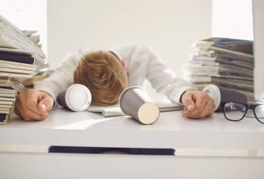 Nespavost a stres: Jak spolu souvisejí a jak si pomoci?