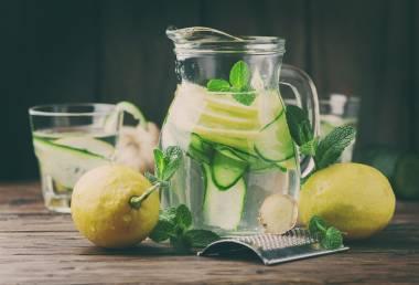 Je pití vody s citronem opravdu tak prospěšné pro tělo?