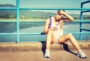 Cvičení v horkých dnech: Jak si ho užít bezpečně?